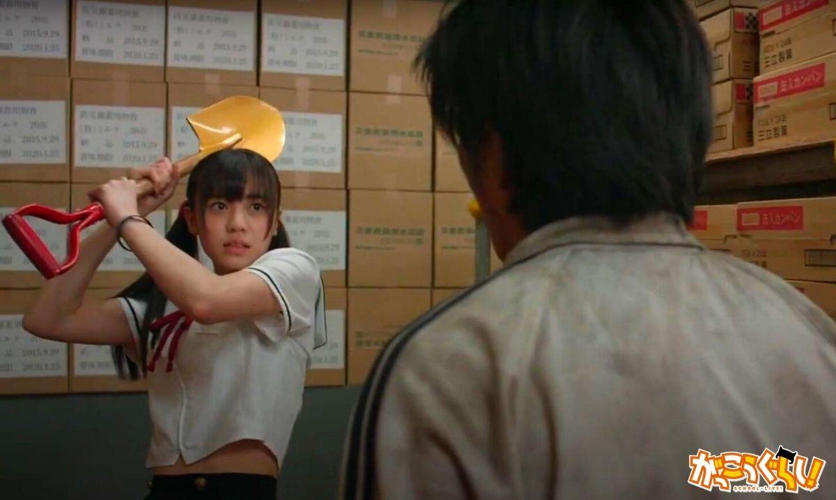 Extrait du film School-live! (Kurumi hésite à attaquer son petit ami zombifié).